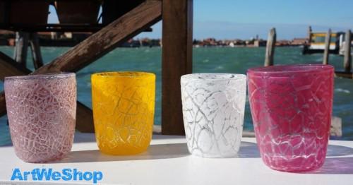 verre à eau coloré