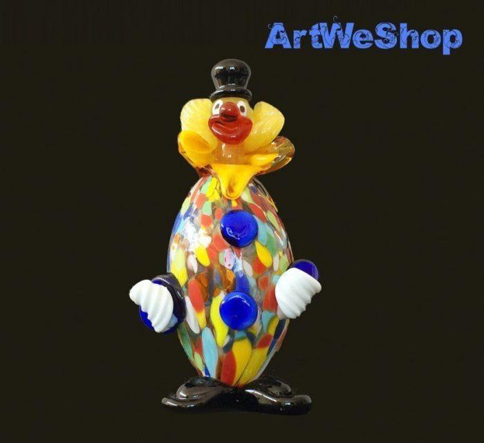 statue clown